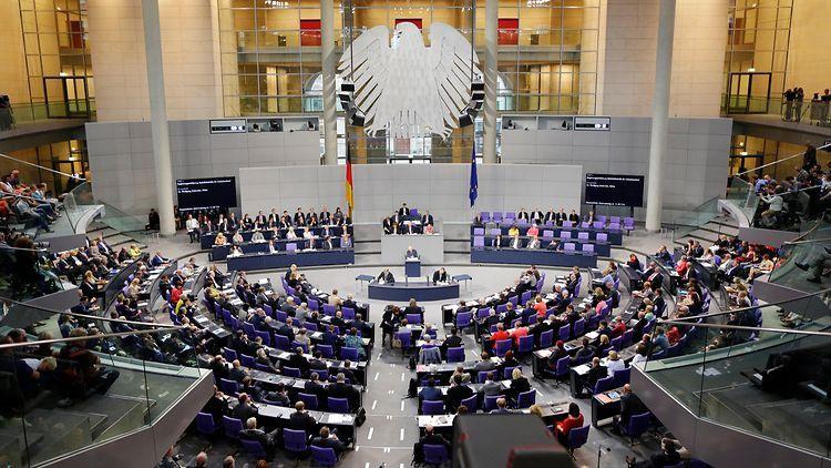 Парламент большинством голосов продлил на 12 месяцев афганский мандат бундесвера.