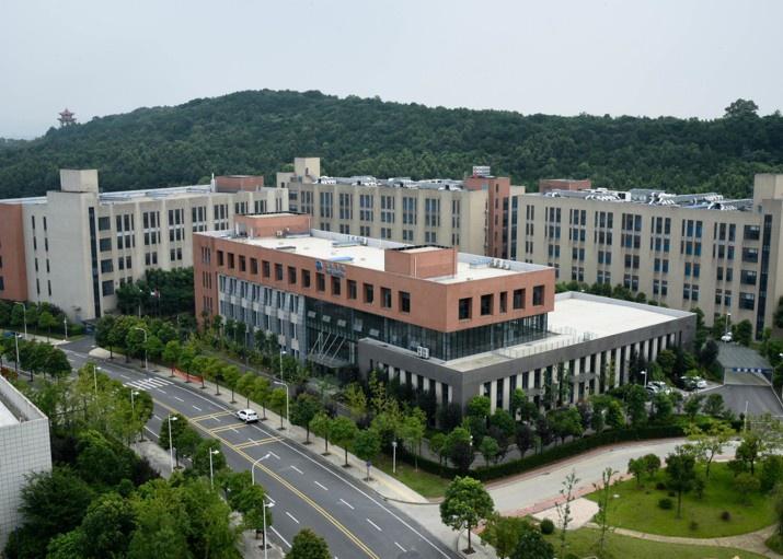 Лаборатория Wuxi Farmatechs Incorporated в Ухани.