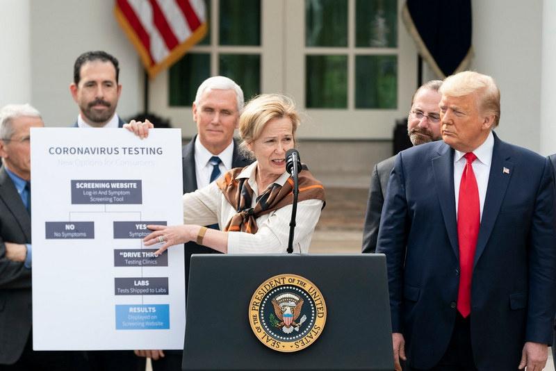 Объявив пандемию коронавирус, США из всего происходящего Белый дом начал извлекать максимальную выгоду, не забывая при этом шантажировать Китай и Россию.