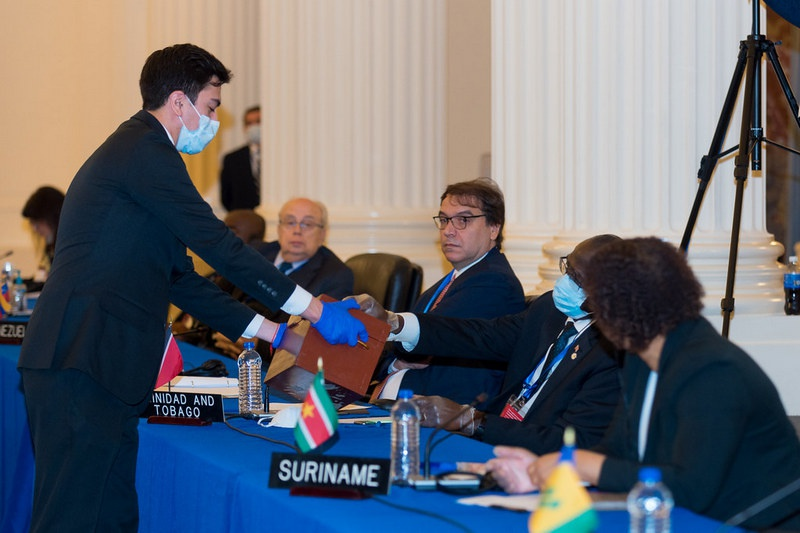 На нынешней Генассамбле ОАГ 23 из 33 стран-членов Организации подали голоса за Альмагро.