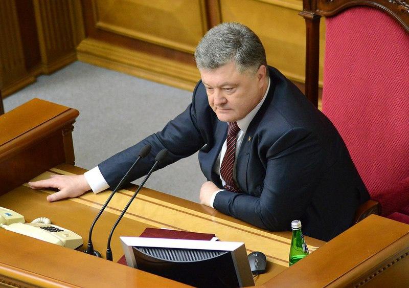 На Украине закон о государственном языке, подписанный Петром Порошенко незадолго до его ухода с поста президента, прямо запрещает употребление любого языка, кроме украинского.
