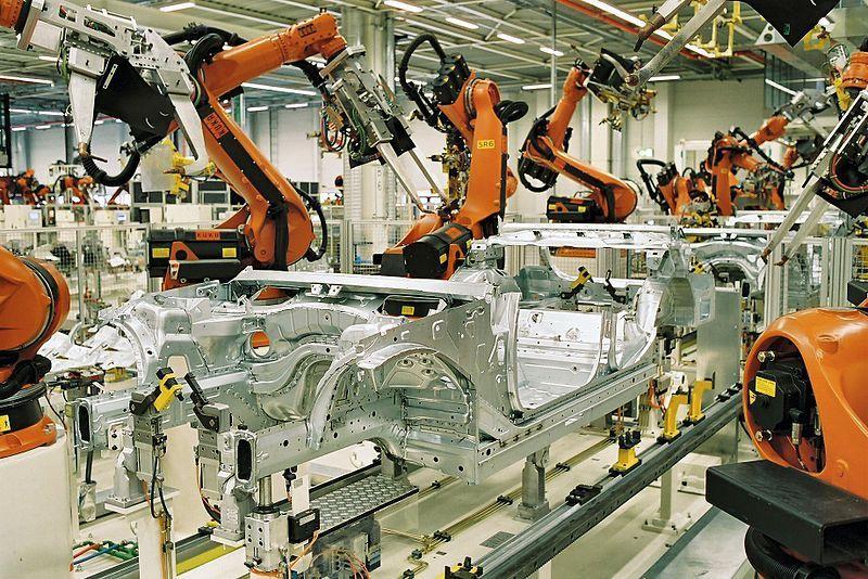Во многих видах деятельности роботы вытесняют человека из процесса управления производством.