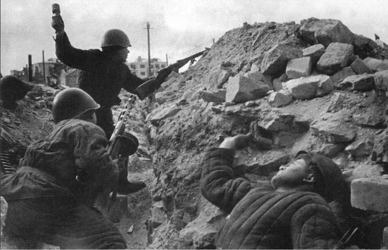 Окруженные превосходящими силами противника десять суток ещё ефремовцы умирали, но не сдавались.
