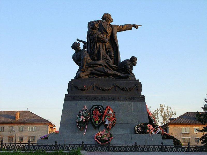 Памятник генералу Михаилу Григорьевичу Ефремову в Вязьме.