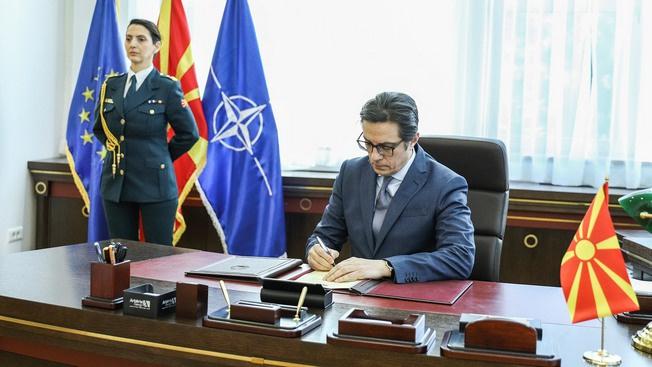 Македонцев втащили в НАТО на аркане, хоть они и упирались
