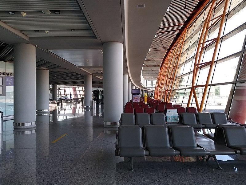 Пустые аэропорты из-за ограничения международного авиасообщения.