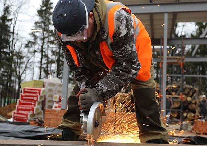 Сегодня на строительстве новых лечебных учреждений круглосуточно заняты 3.500 военнослужащих и гражданского персонала Военно-строительного комплекса Минобороны России.
