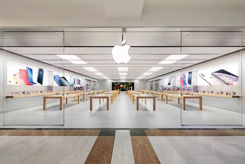 Американский компьютерный гигант Apple был вынужден закрыть все свои торговые точки.