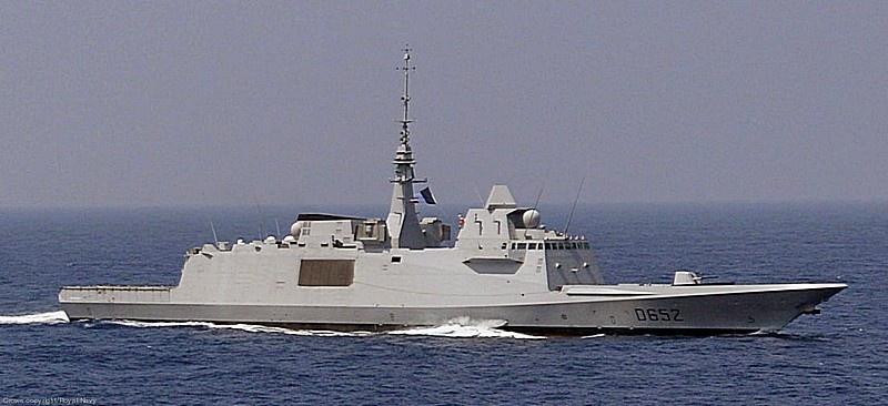 Фрегат «Прованс» ВМФ Франции в ходе патрулирования не дал грузовому кораблю Турции попасть в Ливию.