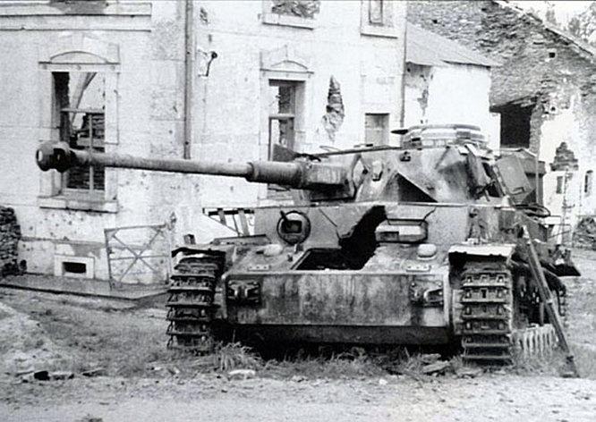 Подбитые танки генерала СС Йозефа Дитриха.