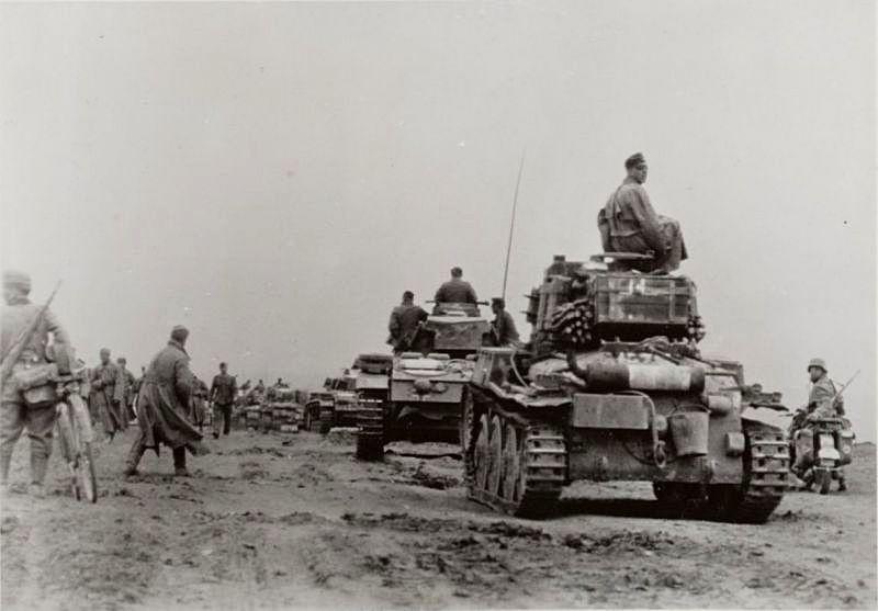 На рассвете 18 января 1945-го противник попытался прийти на помощь своим попавшим в западню войскам - немцы начали контрнаступление.