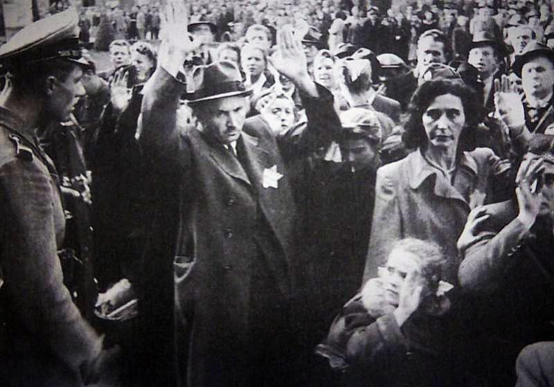 Получив власть, Салаши начал массовые акции по уничтожению венгерских евреев.