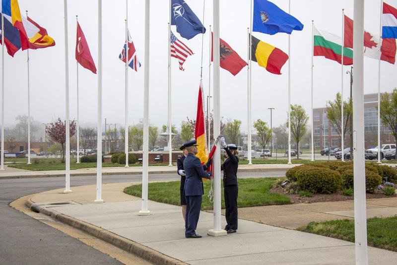 Флаг Северной Македонии был поднят в штабе командования операций союзников в Норфолке (США).