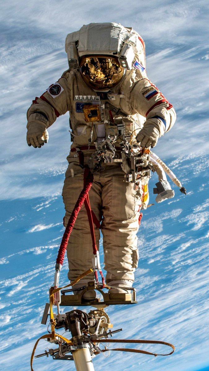 Работа в открытом космосе является одним из самых сложных элементов.