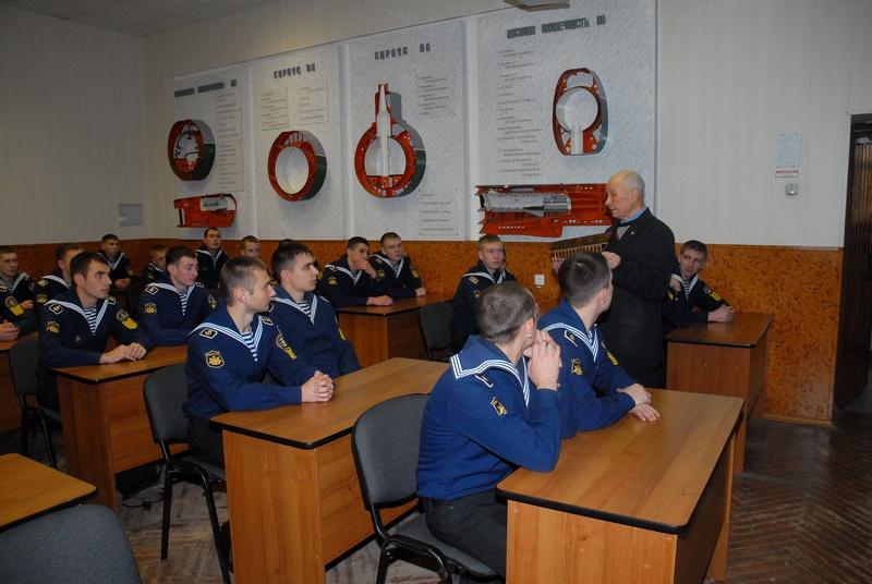 Изучение строения подводных лодок.