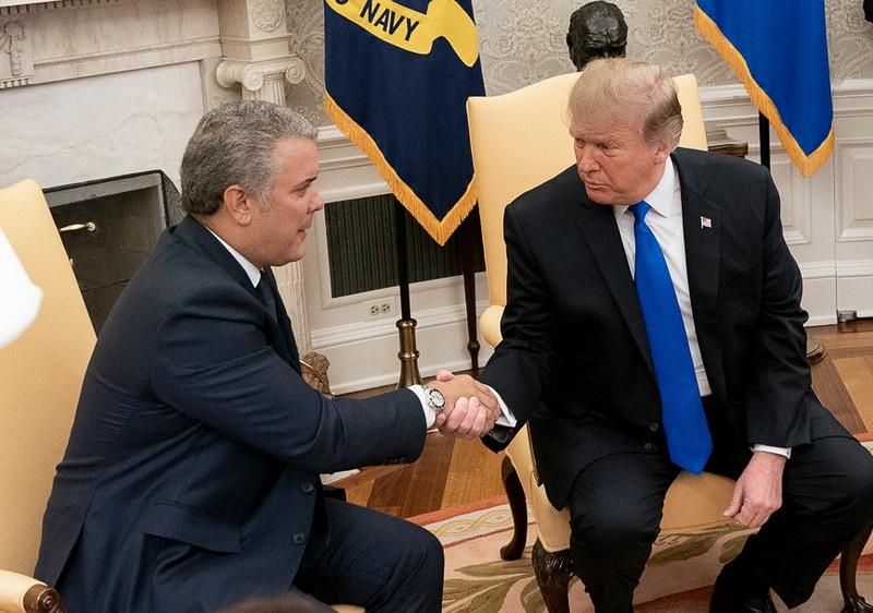 Президент Колумбии Дуке - один из главных союзников США в Латинской Америке, а потому никакие упреки в попустительстве наркобизнесу со стороны США в его адрес не слышатся.