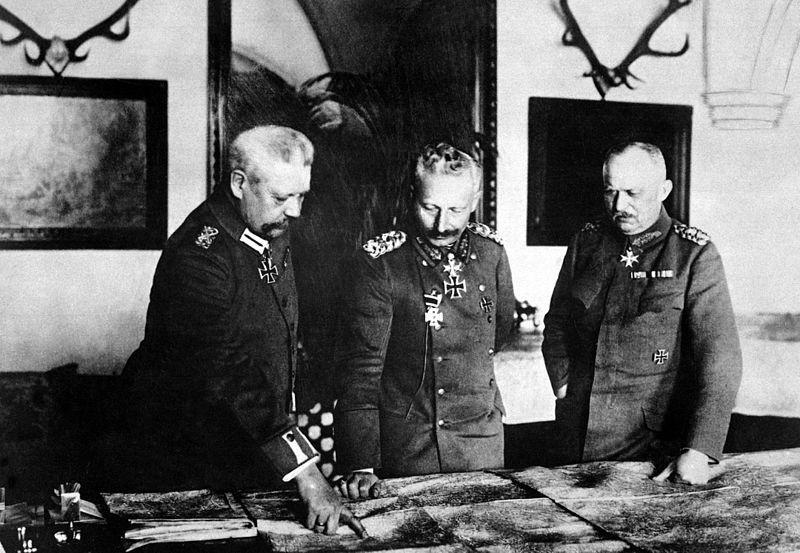 Командование Германской империи предполагало сконцентрировать максимальное количество войск против Франции и сначала разгромить её.