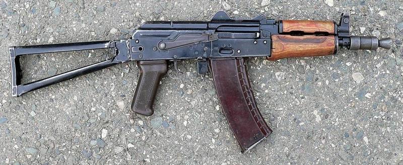 Специально для милиции был разработан укороченный АКС74-У.