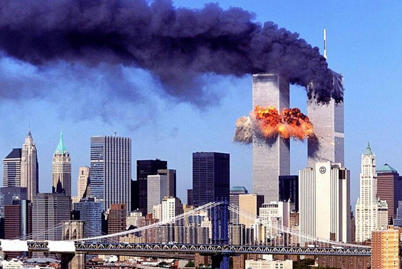 Во время страшного теракта 11 сентября 2001 года в Нью-Йорке погибли 2.977 человек, ранения получили около 6.300.