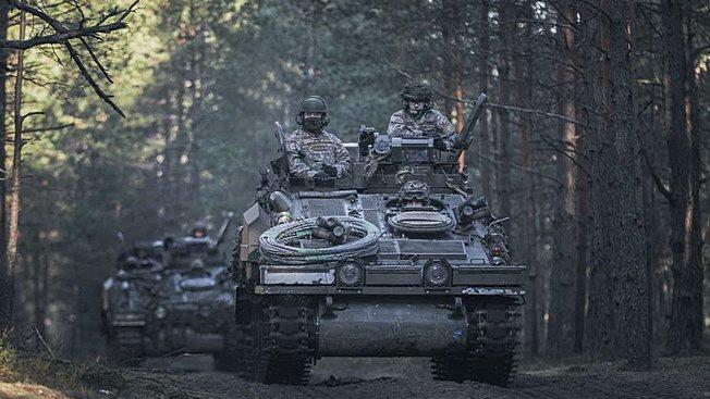 Ударная группировка своим ходом перебрасывается с Адажской военной базы на полигон «Межа Мацкевичи».