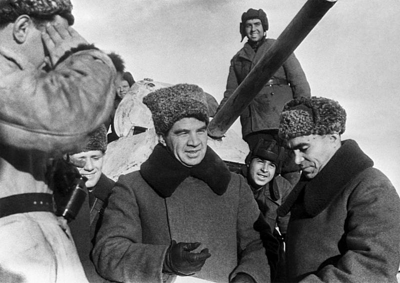 Командующий 62-й армией генерал-лейтенант Василий Иванович Чуйков всю войну носил молитву… в партийном билете.