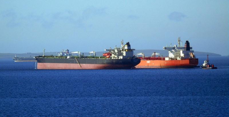 Уже весной 2019 года в Индийском океане скопилось небывалое количество гружёных нефтью танкеров, простаивающих в море месяцами.
