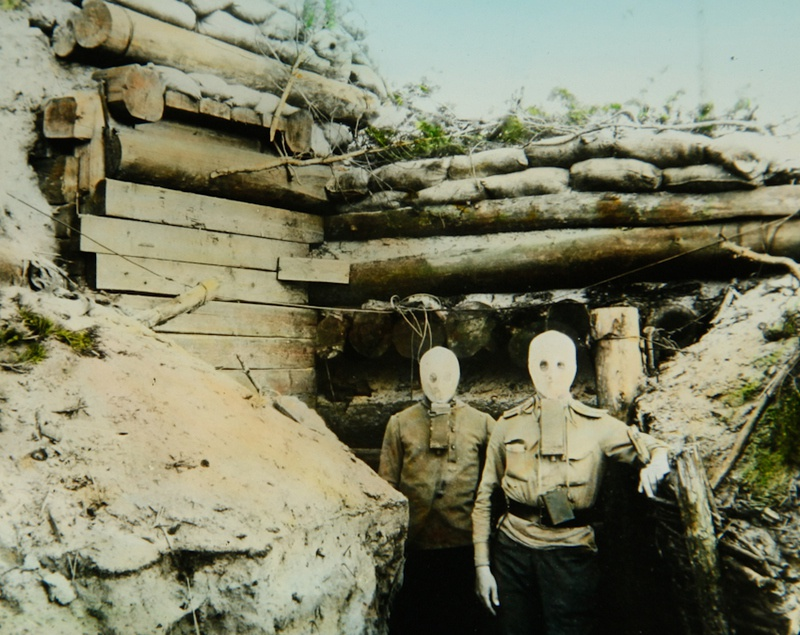 Русские солдаты в противогазах Зелинского-Кумманта.