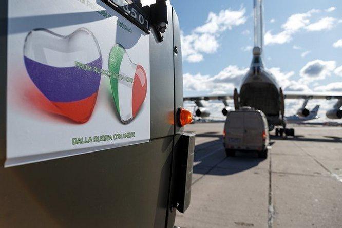 Специалисты РХБЗ ВС России были отправлены в Италию для помощи в ликвидации пандемии COVID-19.