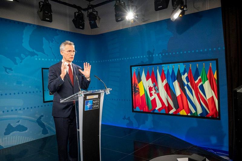 Генсек НАТО Йенс Столтенберг на очередной видеоконференции обсуждает с министрами обороны государств-участников альянса реакцию на пандемию.