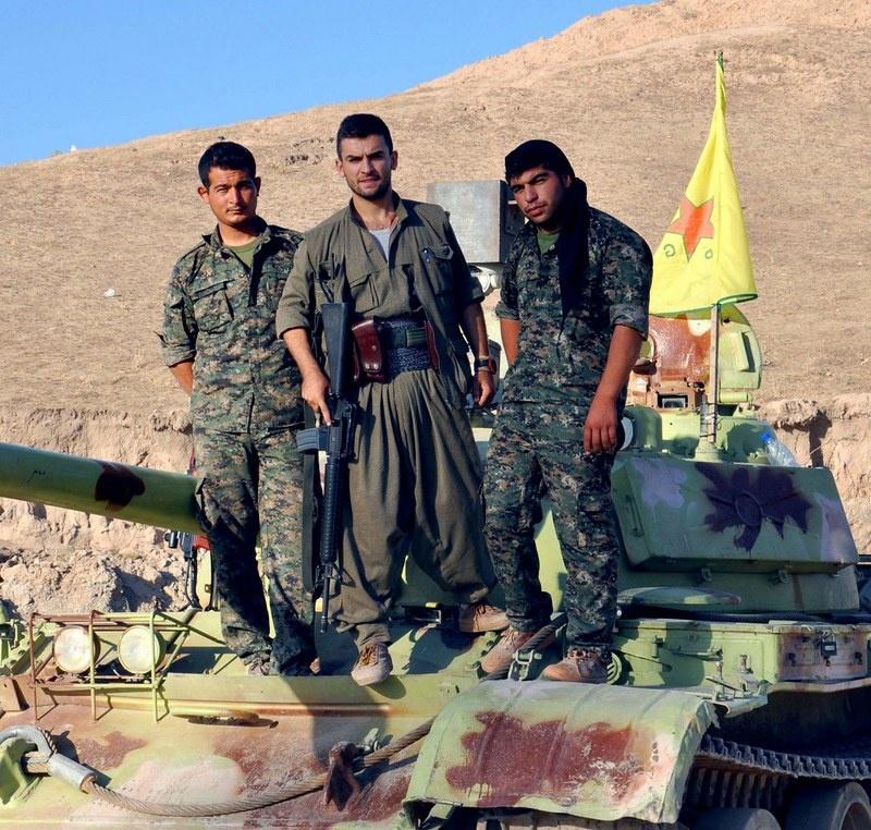 Курдские бойцы в Сирии.