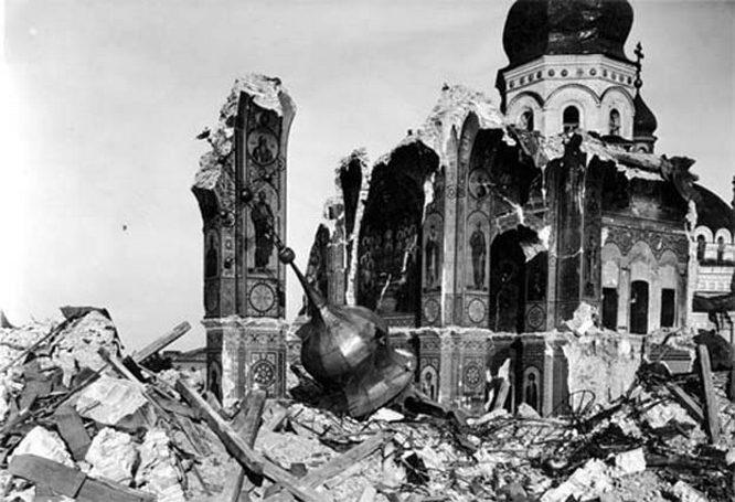 Во время взрыва в киевском Успенском соборе погибли около 20 старших офицеров и генералов вермахта.