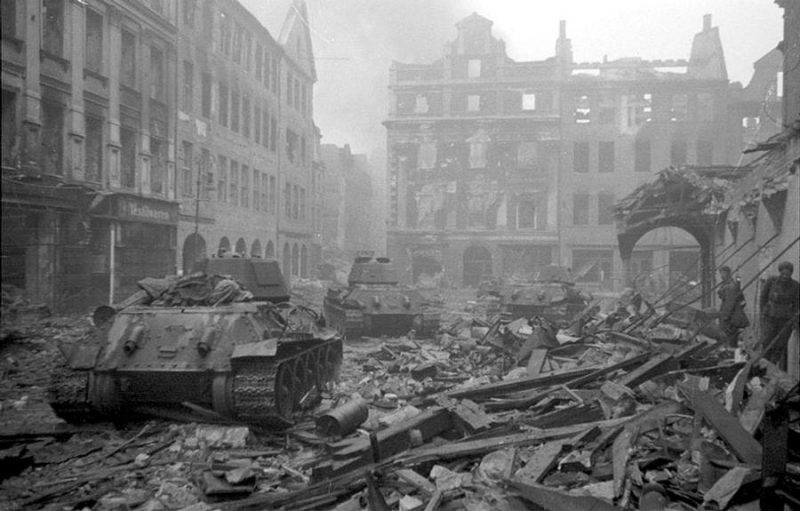 20 апреля первые советские танки ворвались на окраины Берлина.