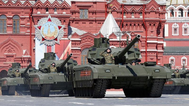 Впервые танк Т-14 «Армата» был продемонстрирован широкой публике на Параде Победы 9 мая 2015 г.