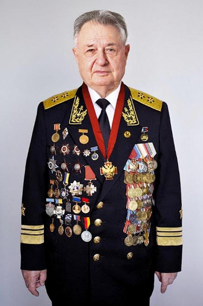У академика Саркисова наград и отличий хватает.