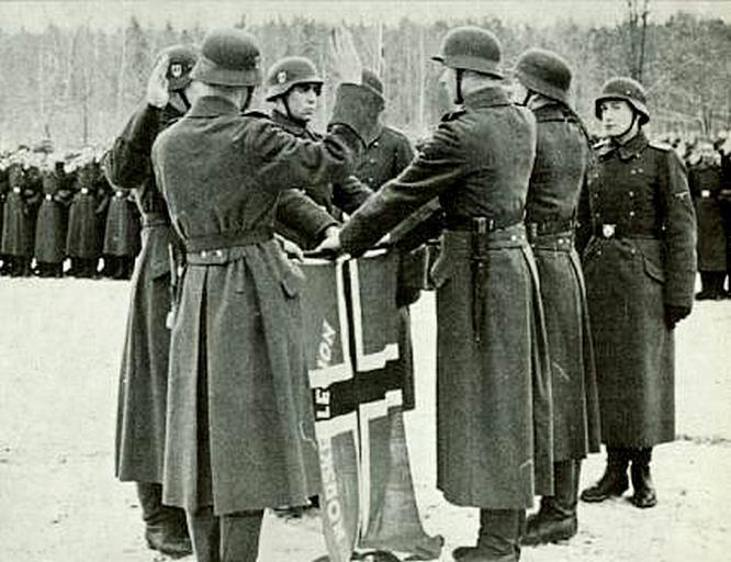 Солдаты норвежского легиона СС принимают присягу.
