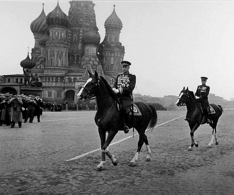 24 июня 1945 маршал Константин Рокоссовский командовал Парадом Победы в Москве.