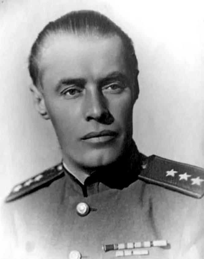 Генерал-лейтенант Маркиан Попов.
