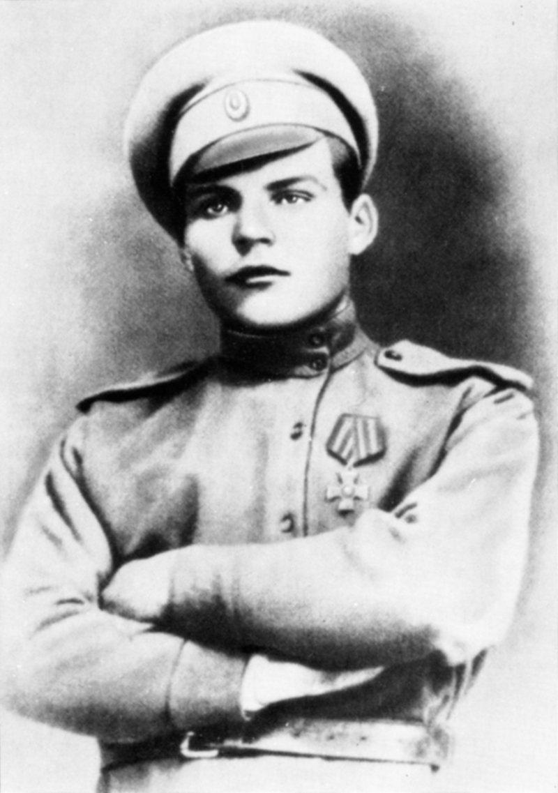 Родион Малиновский свой первый Георгиевский крест он получил в неполные 16 лет.