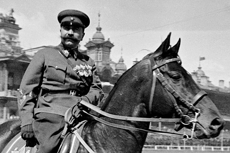 В Гражданскую войну Семён Будённый командовал армией.