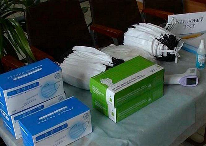 Все призывные пункты оснащены бесконтактной термометрией, бактерицидными облучателями, тест-системами, хлорсодержащими дезинфицирующими средствами и медицинскими масками.