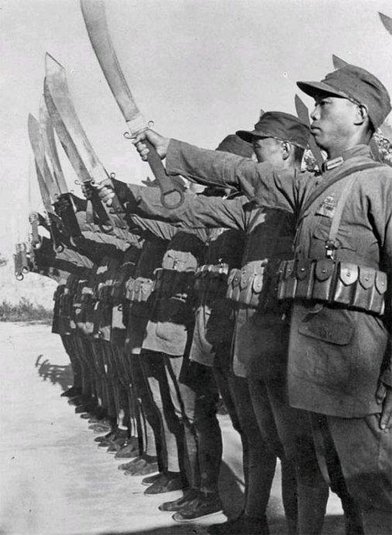 Китайские пехотинцы с мечами дадао.