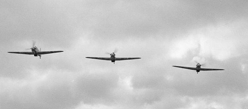 Звено советских истребителей над Борнхольмом.