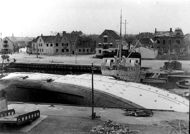 Порт Нексё после бомбардировки.