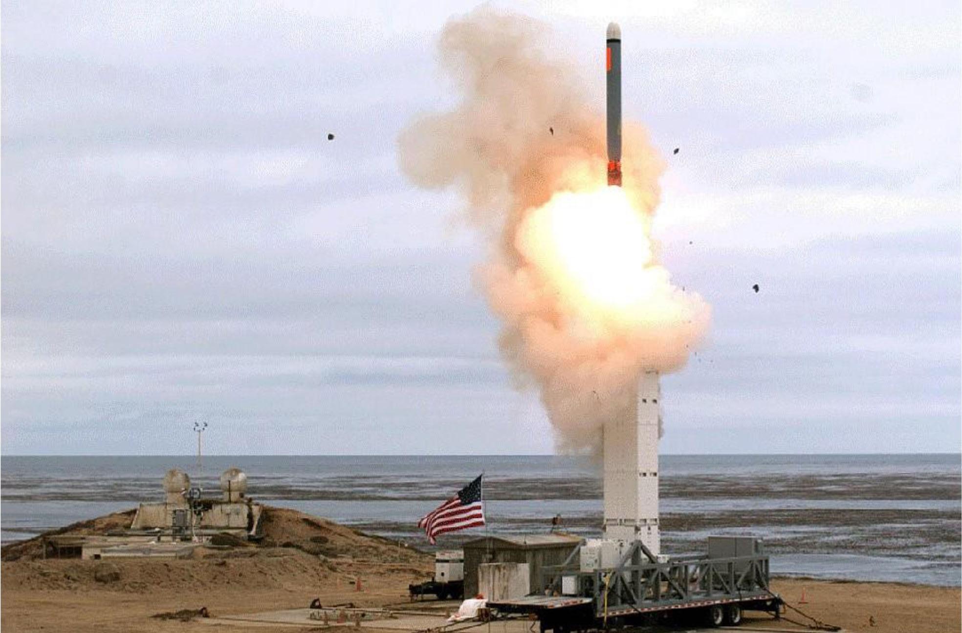 Пуск модернизированной версии крылатой ракеты «Томагавк» из контейнера Mk.41.