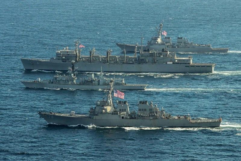 К американским эсминцам Donald Cook, Porter, Roosevelt и кораблю поддержки USNS Supply присоединился фрегат ВМС Великобритании Kent.