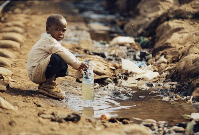 Каждый год около 180 тысяч маленьких африканцев в возрасте до пяти лет умирают от жажды.