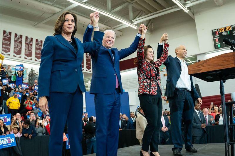 Рейтинг кандидата на пост 46-го президента США Джо Байдена, который вышел в лидеры по сбору финансовых пожертвований, растёт.