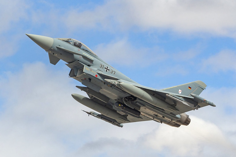 На вооружении ВВС Германии имеется ещё и Eurofighter.