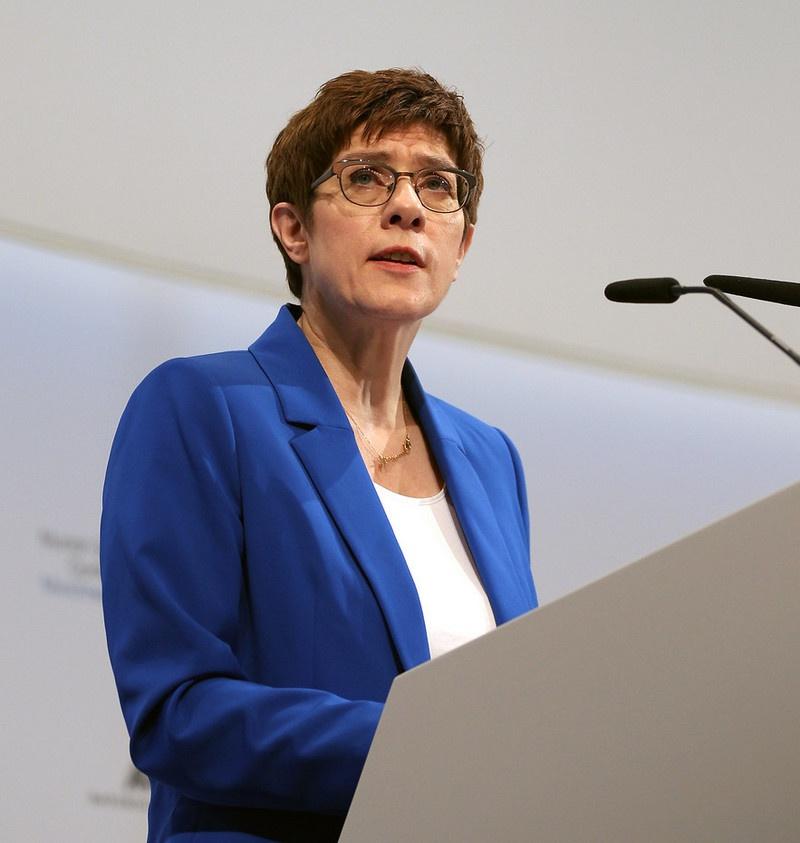 Министр обороны Аннегрет Крамп-Карренбауэр 21 апреля известила о готовящейся сделке по смене модельного ряда люфтваффе представителей фракций в парламентском комитете по обороне.