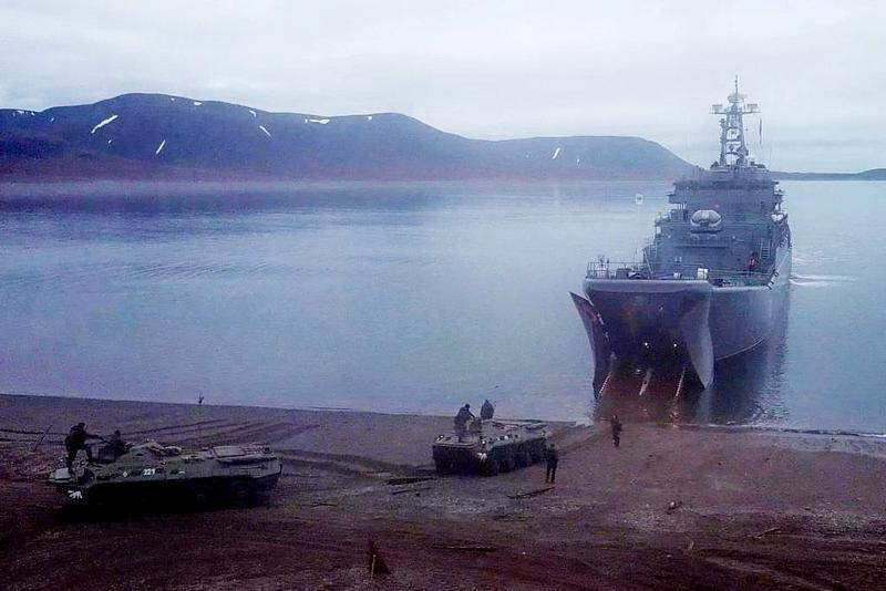 Высадка морского десанта на необорудованное арктическое побережье была проведена способом «на упор».